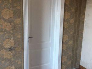 Дверь из массива карагча, 2.1м х 0.9м, белая краска