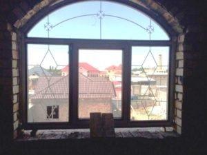 Окно пластиковое арочное, КВЕ-профиль «золотой дуб»