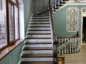 Деревянная лестница комбинированный цвет